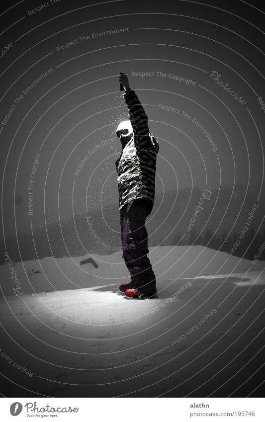 Magic Flashlight Mensch Winter Erwachsene maskulin einzigartig 18-30 Jahre Schwarzweißfoto Mann Junger Mann Ganzkörperaufnahme