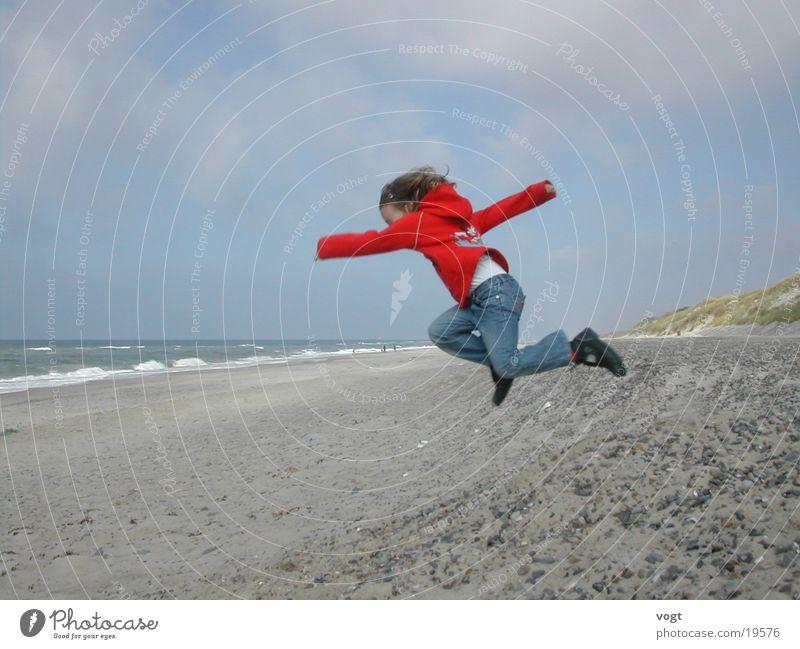 Energie Meer springen Kind Stranddüne Wasser Energiewirtschaft Stein Leben