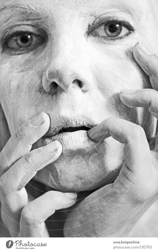 masking Frau Jugendliche Hand schön Gesicht Erwachsene Auge Erholung feminin dreckig Haut Mund Nase Finger 18-30 Jahre Junge Frau