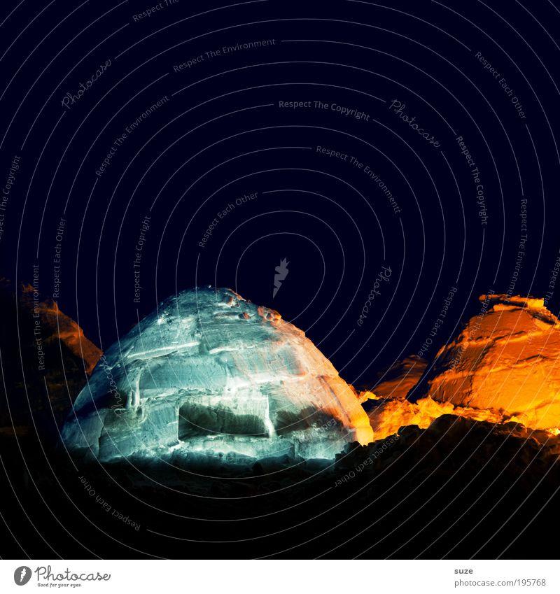 Leuchtstoff Abenteuer Expedition Schnee Natur Landschaft Klima Eis Frost frieren leuchten dunkel kalt Spitze Schutz Geborgenheit Hoffnung Beleuchtung Iglu