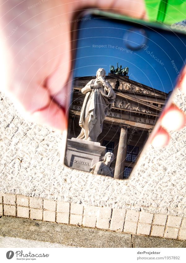 Berliner Sehenswürdigkeiten mit dem Smartphone gesehen 5 Ferien & Urlaub & Reisen Hand Freude Architektur Gebäude Tourismus Ausflug wandern Perspektive Platz