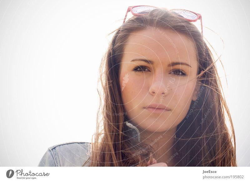 gegenlicht und brille auf dem kopf... Lifestyle Stil Mensch Frau Erwachsene Leben Kopf Gesicht Wolkenloser Himmel Brille Sonnenbrille brünett langhaarig