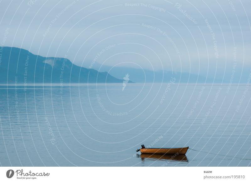 Langer Morgen Natur Wasser Himmel Meer blau Ferien & Urlaub & Reisen ruhig kalt Erholung Berge u. Gebirge Landschaft Zufriedenheit Wasserfahrzeug Nebel Umwelt