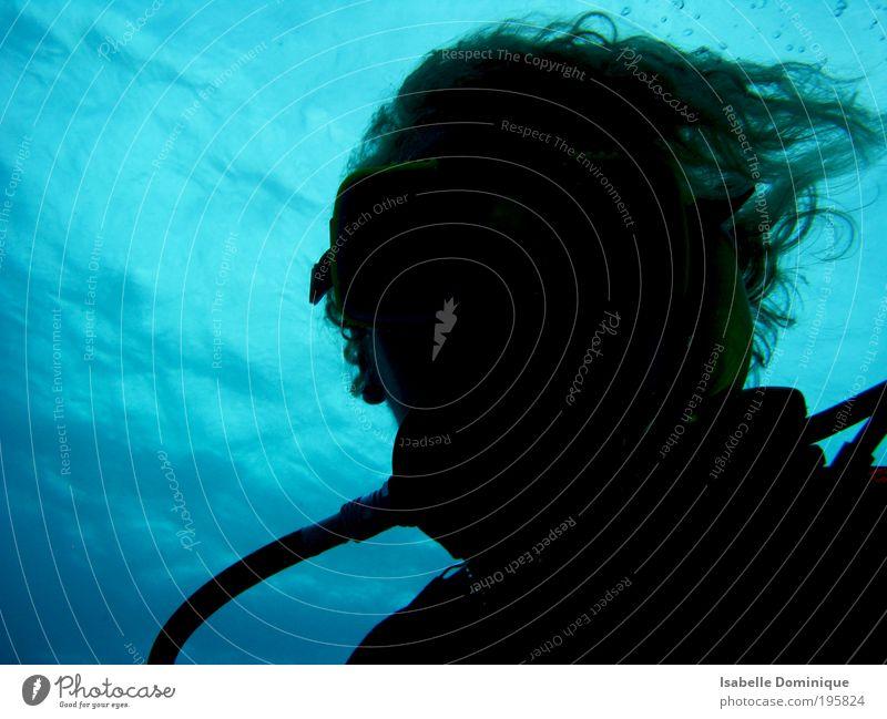 Blub Mensch Natur Wasser blau Ferien & Urlaub & Reisen Meer Sport Kopf Haare & Frisuren Freizeit & Hobby Neugier tauchen atmen Erwartung Unterwasseraufnahme
