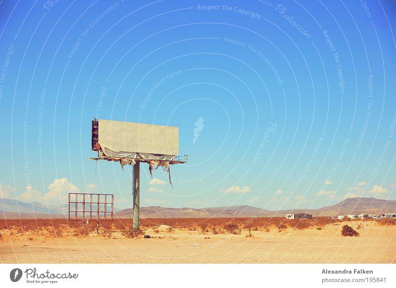 Mir fällt kein Titel ein. alt Sonne Sommer dreckig kaputt Kommunizieren USA Hügel Wüste Werbung Autobahn schäbig Druckerzeugnisse Zerstörung Sommerurlaub Plakat