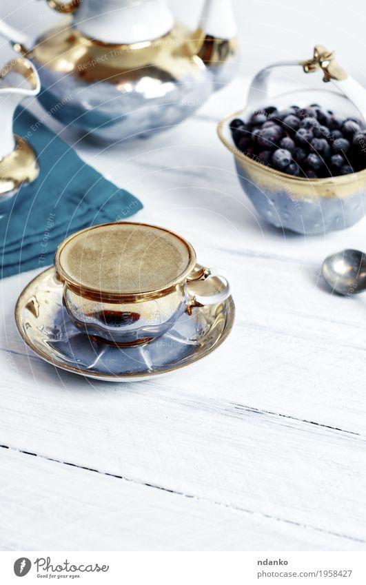 Schale schwarzer Kaffeeespresso auf einer weißen Holzoberfläche blau Essen oben Frucht frisch retro Tisch Getränk lecker heiß Frühstück Café Dessert