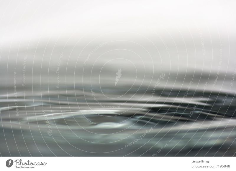 flüssig Körperpflege Wasser Reinigen Coolness dunkel einfach Flüssigkeit Unendlichkeit kalt nass blau schwarz weiß Wellen Oberflächenspannung