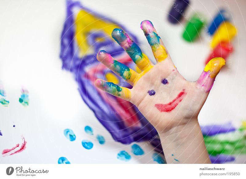 Fingermalen Mensch Kind Hand rot Freude gelb Spielen Gefühle Glück Kindheit Freizeit & Hobby Fröhlichkeit Zeichen Kreativität