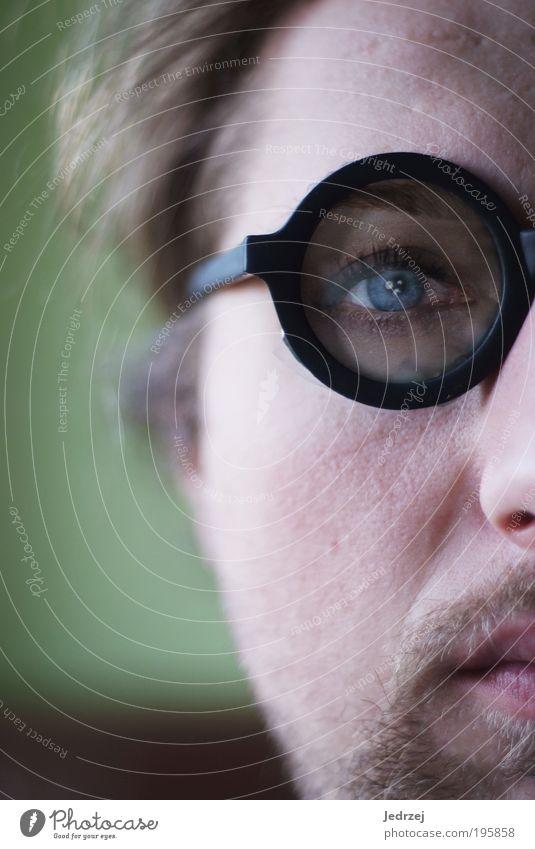 Faked blue eye Mensch Mann Jugendliche grün blau Gesicht Auge kalt Haare & Frisuren Kopf Denken Erwachsene Glas maskulin Nase Lifestyle