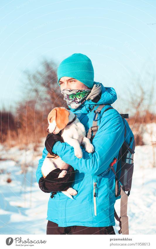 Winterreise Mensch Natur Hund Ferien & Urlaub & Reisen Jugendliche Landschaft Einsamkeit Freude Lifestyle Wiese Schnee Sport Junge Freizeit & Hobby Ausflug
