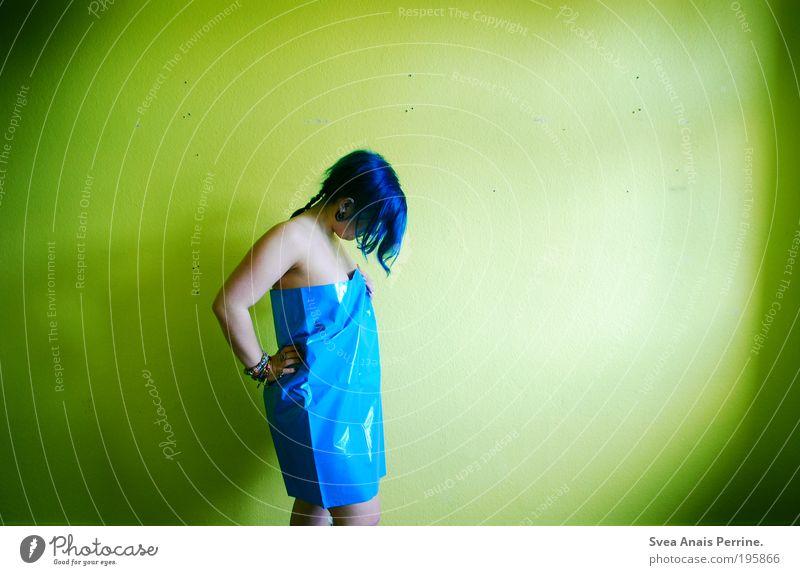 meist mehr. Mensch Jugendliche blau grün Erwachsene gelb feminin Wand Haare & Frisuren Mauer Stimmung Junge Frau Wohnung Fassade Design 18-30 Jahre