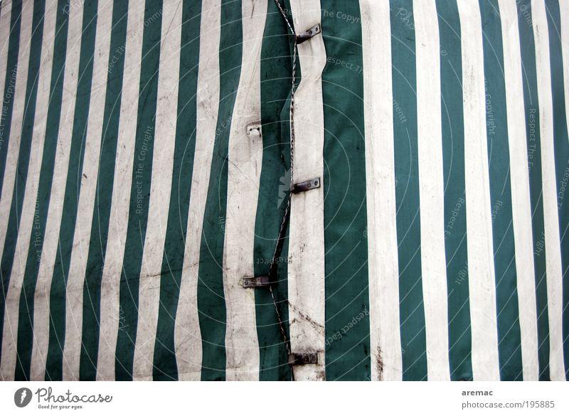 Planwirtschaft Verkehrsmittel Güterverkehr & Logistik Straßenverkehr Lastwagen Kunststoff alt grün weiß Nostalgie Abdeckung Persenning Farbfoto Gedeckte Farben