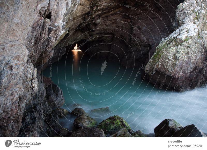 Felsenhöhle Umwelt Natur Landschaft Urelemente Wasser Sonnenlicht Wellen Küste Strand Meer Pazifik Christchurch Australien Aggression blau Farbfoto