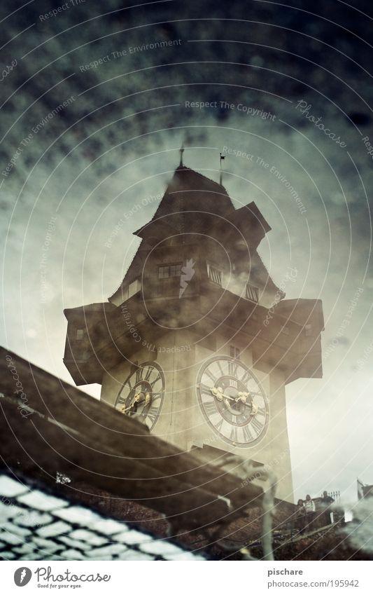 Gradec Architektur Turm retro Wahrzeichen Bundesland Steiermark Pfütze Sehenswürdigkeit Hauptstadt Graz Gebäude Reflexion & Spiegelung Uhrenturm Schlossberg