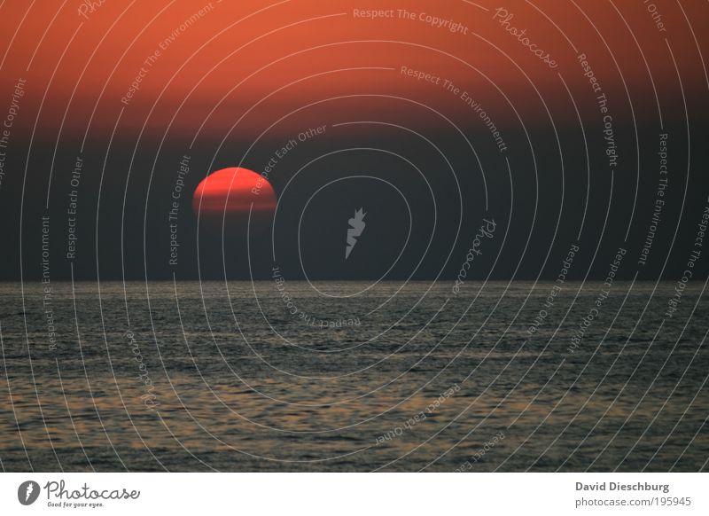 Morgen kommt sie wieder... Himmel Wasser Ferien & Urlaub & Reisen Sommer rot Sonne Meer Erholung Landschaft Ferne Freiheit grau Luft Horizont Hintergrundbild