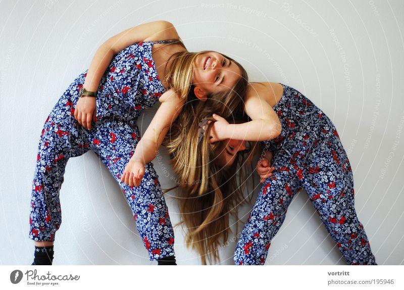 Sommerkollektion Mensch Kind blau rot Mädchen Freude Familie & Verwandtschaft Spielen grau Stil Mode lustig Kindheit Design ästhetisch stehen