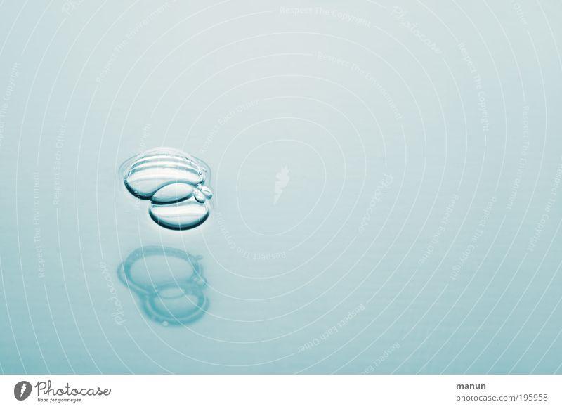 blubb Wasser blau ruhig hell nass frisch natürlich Sauberkeit Flüssigkeit Luftblase Schaum Reinheit Wasseroberfläche Reflexion & Spiegelung Schaumblase