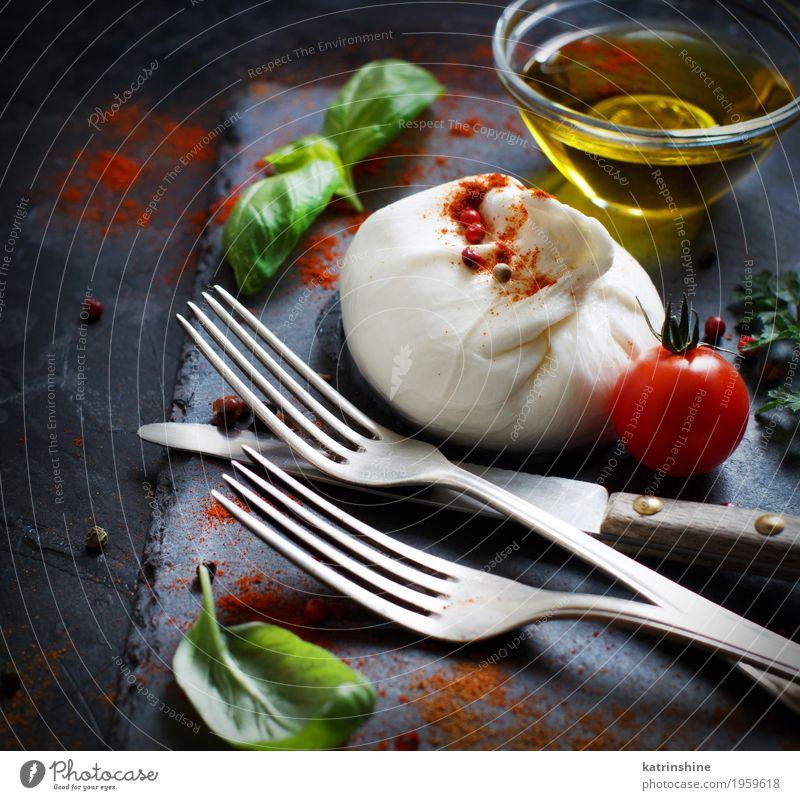 Italienischer Käse Burrata, Tomaten, Basilikum und Olivenöl Milcherzeugnisse Gemüse Kräuter & Gewürze Öl Ernährung Vegetarische Ernährung Italienische Küche