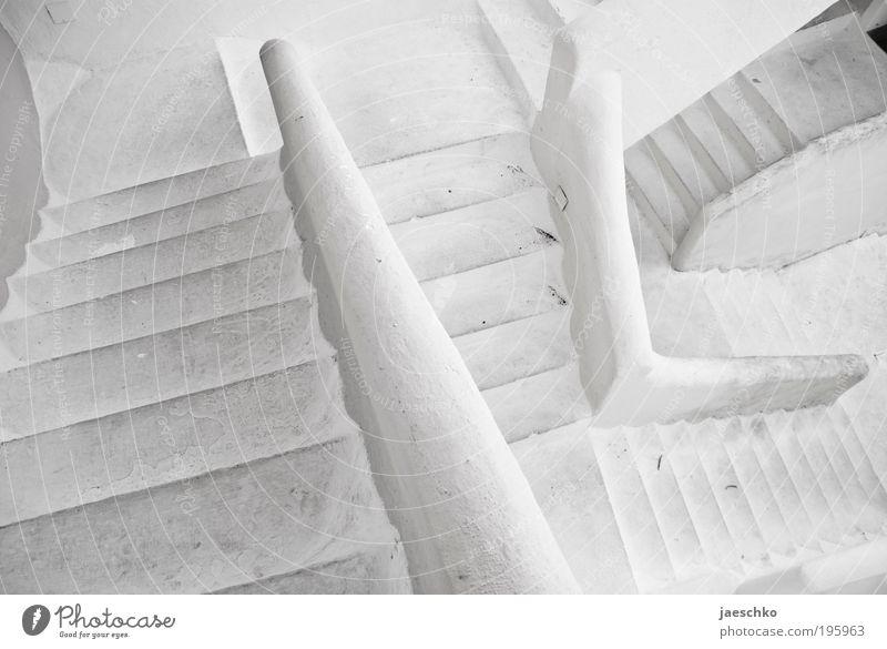 Rätselspaß weiß Einsamkeit Haus kalt Wand Wege & Pfade Stein Mauer Angst Beton Treppe ästhetisch trist Ziel Neugier durcheinander