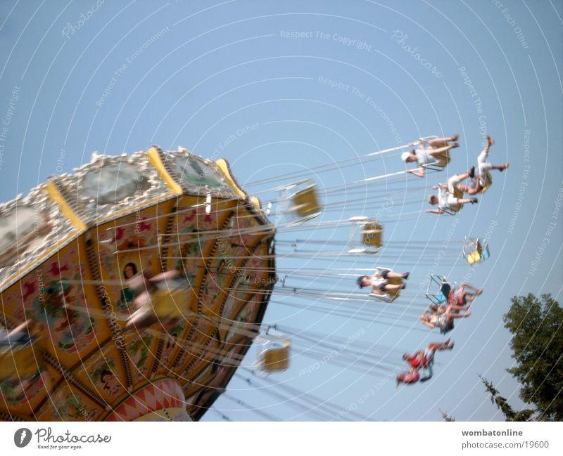 Guten Flug Kettenkarussell Jahrmarkt Menschengruppe fliegen Freude