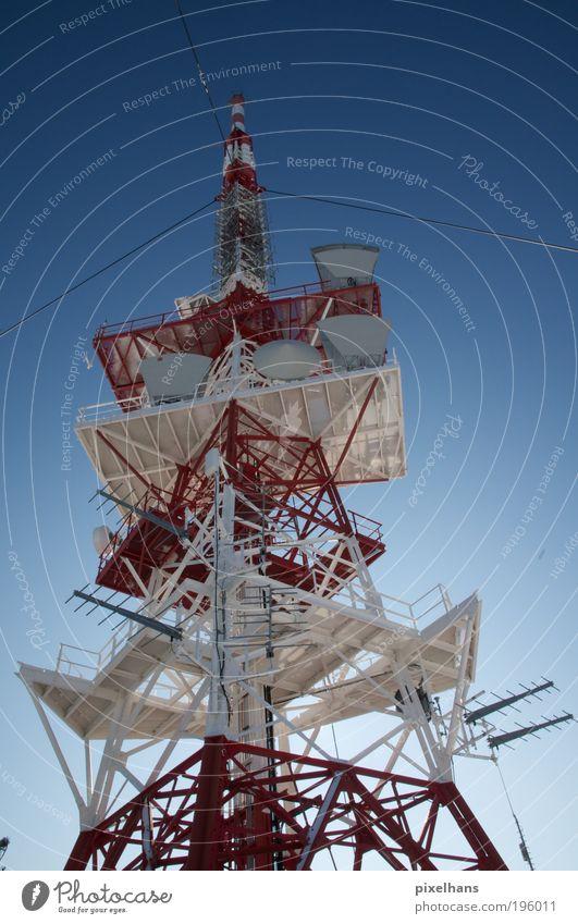 Störsender Himmel blau weiß rot kalt Architektur grau Gebäude Seil Industrie Turm Internet Technik & Technologie Telekommunikation Fernseher Bauwerk
