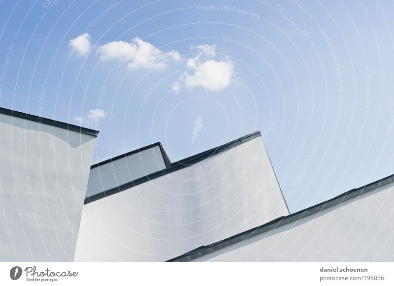 architektonischer Frühling blau weiß Sommer Wand Architektur Mauer Gebäude hell Fassade Klima Dach Spitze Schönes Wetter