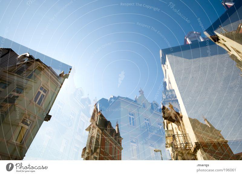 Zimmer frei Himmel alt Stadt schön Haus Architektur Gebäude Stil Wohnung Fassade groß verrückt Wandel & Veränderung Schönes Wetter abstrakt Doppelbelichtung