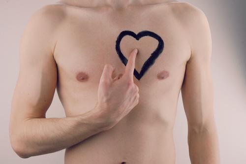 #AS# Liebe von Herzen Mann nackt Gefühle Kunst Design ästhetisch Kreativität gemalt zeigen Liebeskummer Muskulatur gestalten Zeigefinger herzlich