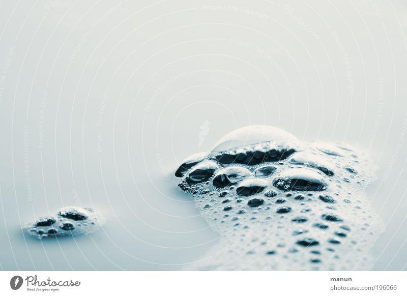 blubbern Wasser schön hell nass Design Wassertropfen frisch Bad rein Sauberkeit Blase Duft Luftblase Schaum Qualität Reinheit