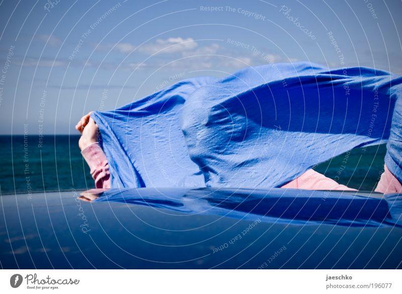 Profilwindhose Mensch blau Sonne Meer lustig Wind Fröhlichkeit verrückt authentisch Schönes Wetter Sturm skurril Lebensfreude Momentaufnahme Freude Überraschung