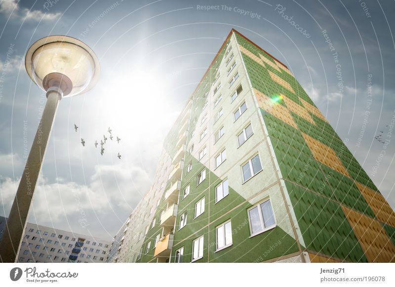 BlockLight. Himmel Stadt Sommer Wolken Haus Fenster Architektur Gebäude Lampe Wetter Wohnung Fassade Energiewirtschaft Hochhaus Häusliches Leben Baustelle
