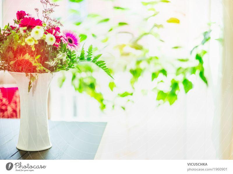 Blumenstrauß in Vase auf Tisch am Fenster Lifestyle Stil Design Sommer Häusliches Leben Wohnung Dekoration & Verzierung Raum Natur Pflanze rosa Sonne gemütlich