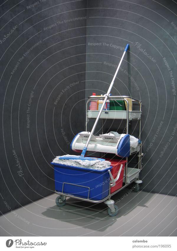 saubere sache Arbeit & Erwerbstätigkeit Gebäude Sauberkeit Beruf Reinigen Toilette Flughafen Dienstleistungsgewerbe Bahnhof Gesellschaft (Soziologie) Ekel