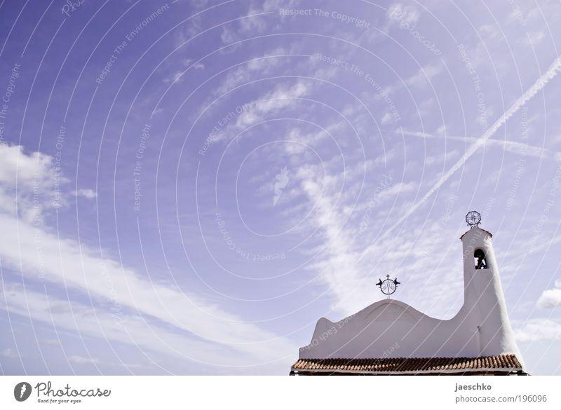 Himmelszeichen Wolken Schönes Wetter Porto Cervo Italien Dorf Fischerdorf Kirche Zeichen Kreuz alt ästhetisch historisch positiv blau ruhig Hoffnung Glaube