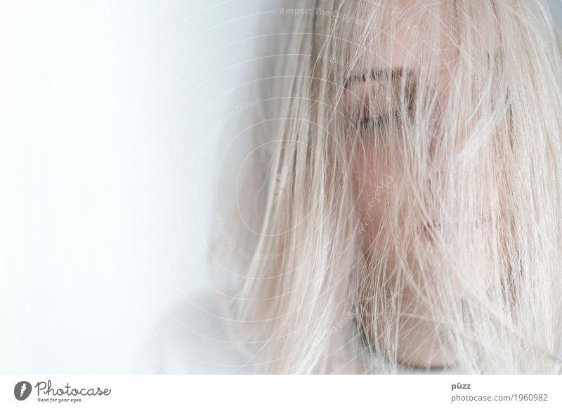 WHITE HAIR Mensch Jugendliche Junge Frau schön weiß Erholung ruhig Mädchen 18-30 Jahre Gesicht Auge Erwachsene kalt feminin Haare & Frisuren Kopf
