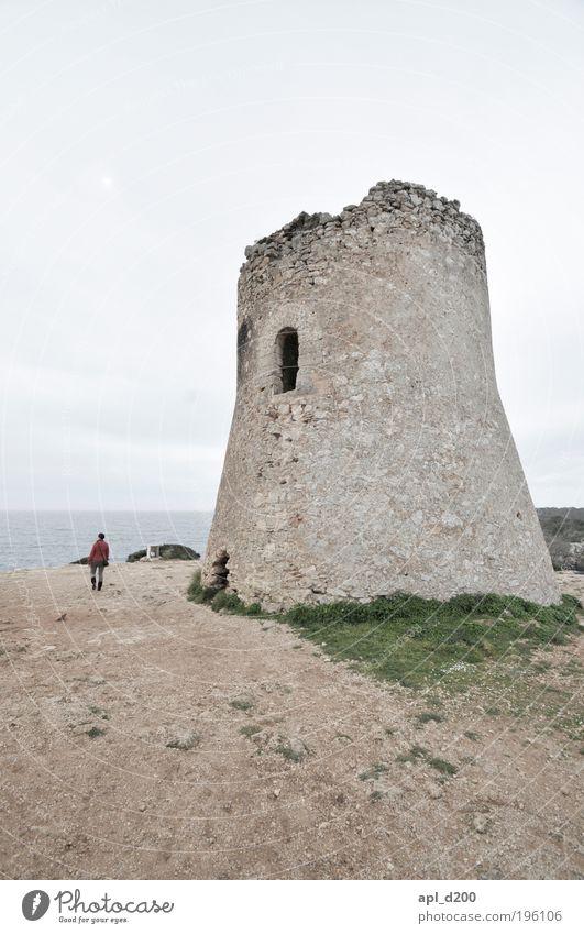 Turm zu Babel Mensch 1 Umwelt Natur Landschaft Luft Himmel schlechtes Wetter Palma de Mallorca gehen authentisch dunkel braun rot Tapferkeit Coolness Optimismus
