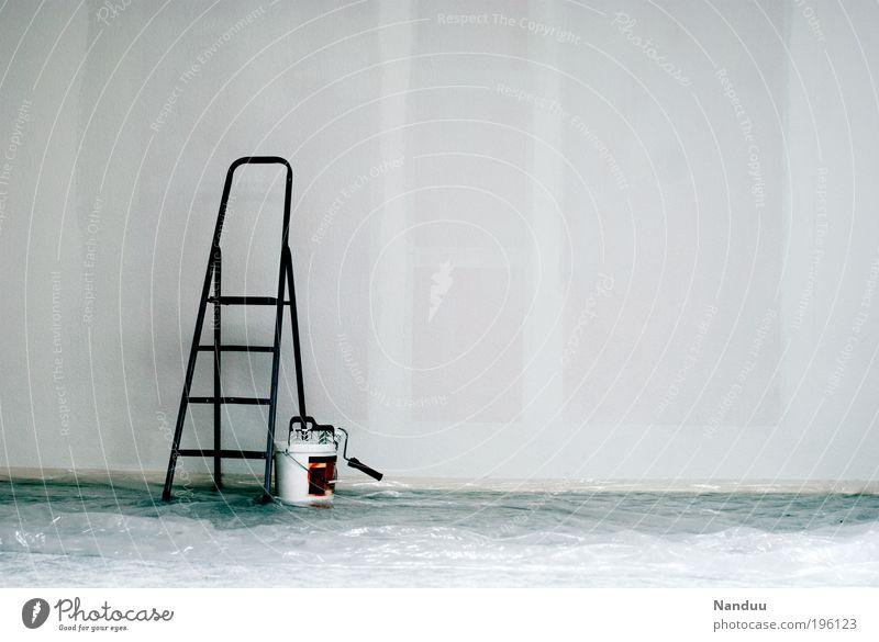 Alles neu. weiß Einsamkeit Arbeit & Erwerbstätigkeit Wand grau Mauer Gebäude Raum leer trist streichen Umzug (Wohnungswechsel) trashig Leiter Renovieren