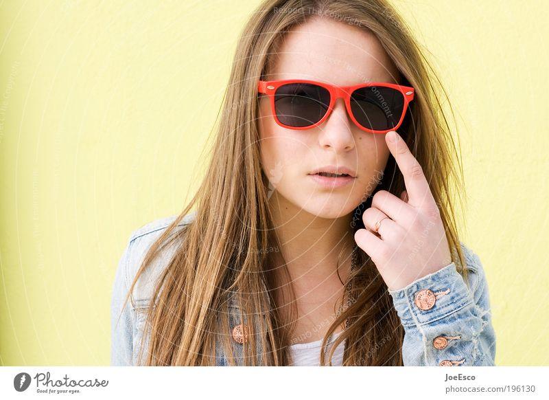 #196130 Lifestyle elegant Stil exotisch schön Mensch Junge Frau Jugendliche Erwachsene Leben Kopf Gesicht Mauer Wand Mode Jacke Sonnenbrille brünett langhaarig