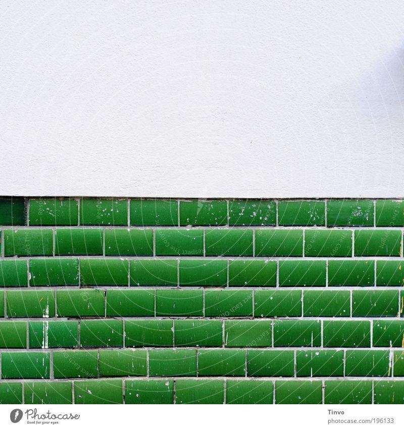 alt und neu weiß grün Wand Farbstoff Mauer Fassade frisch Fliesen u. Kacheln Putz Anstreicher Isolierung (Material)