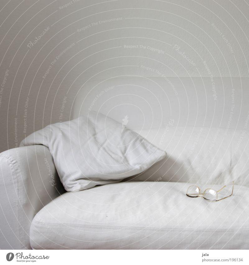 lesebrille weiß hell authentisch Brille gut einfach Sofa Kissen einfarbig