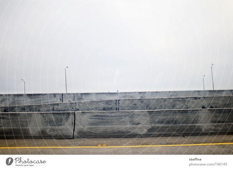 WALL USA Verkehr Verkehrswege Straßenverkehr Autofahren Endzeitstimmung Laterne Mauer Grenze Farbfoto Gedeckte Farben Außenaufnahme außergewöhnlich