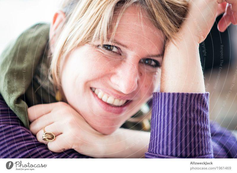 Sunday chillin I Glück Mensch feminin Junge Frau Jugendliche Erwachsene Leben 1 18-30 Jahre 30-45 Jahre glänzend genießen Lächeln Liebe Blick leuchten