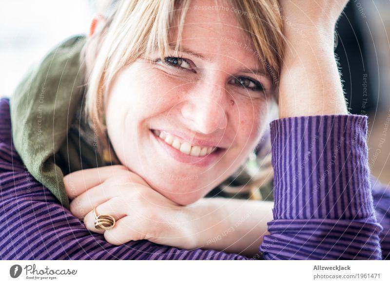 Sunday chillin III Mensch Frau Jugendliche Junge Frau schön 18-30 Jahre Erwachsene Leben Liebe feminin Glück Zusammensein Freundschaft leuchten Zufriedenheit
