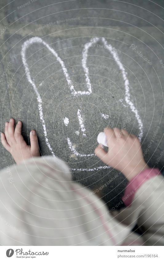 . . . fehlt etwas, Lachen ist immer gut. Mensch Kind Hand Freude Spielen Garten lachen Park Kunst Kindheit Freizeit & Hobby Lifestyle einfach Ostern malen