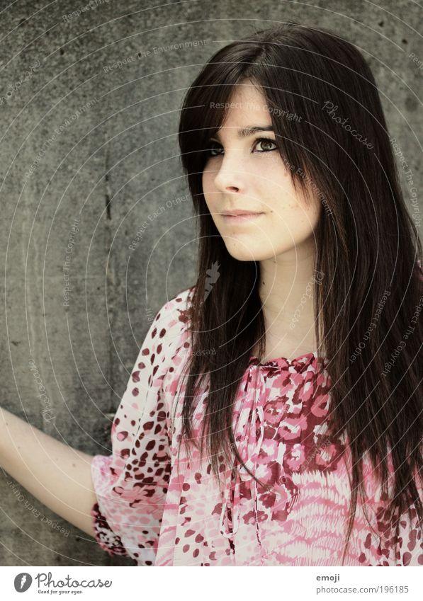 give me your heart schön Haare & Frisuren feminin Junge Frau Jugendliche 1 Mensch 18-30 Jahre Erwachsene brünett langhaarig Denken nachdenklich Farbfoto
