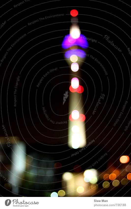 Rheinturm Düsseldorf zieht die Blicke magisch an... blau Stadt dunkel Deutschland glänzend modern leuchten Turm Textfreiraum Fernsehturm Originalität Nachtleben