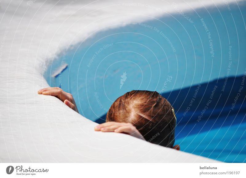 Abgetaucht Mensch Kind Hand Ferien & Urlaub & Reisen Mädchen Kopf Kindheit Schwimmen & Baden nass Schwimmbad Hotel 3-8 Jahre Teneriffa Spanien Hotelpool