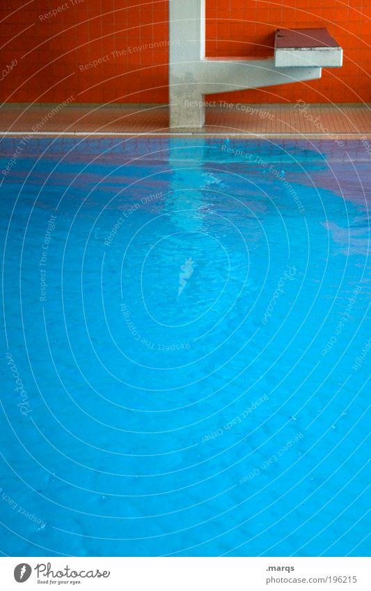 Wassersport Lifestyle Design Freizeit & Hobby Ausflug Innenarchitektur Sportstätten Schwimmbad Mauer Wand springen blau orange Sprungblock Kontrast