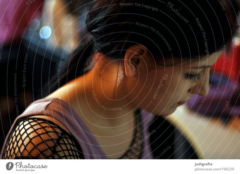 Mädchen Stil schön Haare & Frisuren Mensch feminin Junge Frau Jugendliche Erwachsene Kopf 1 18-30 Jahre Mode Bekleidung T-Shirt Hemd schwarzhaarig langhaarig