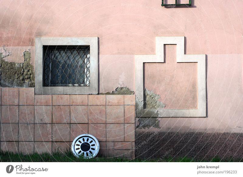 ein rad ab haben alt Einsamkeit Straße Wand Fenster Mauer Gebäude Architektur rosa Straßenverkehr Fassade Wandel & Veränderung Bauernhof Dorf Fliesen u. Kacheln trashig